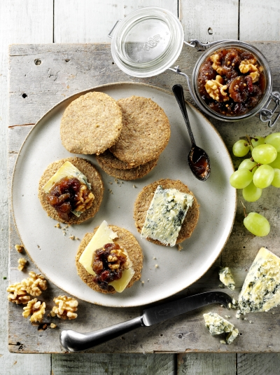 Oatcakes with Apple chutney
